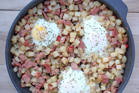 ham and hashbrown with bake Ham and Potatoes Saute with Baked Eggs