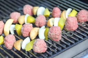 cheeseburger kebabs3 300x199 Cheeseburger n Fries Kebabs